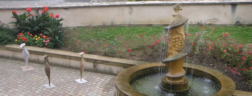 Fontaine du parvis de la mairie